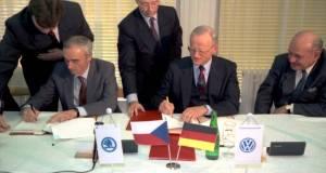 podpis-smlouva-skoda-volkswagen-koncern-1991