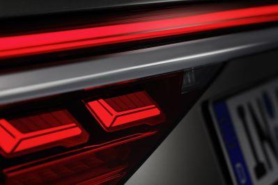 2018-Audi-A8-L- (19)