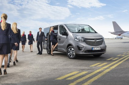 Opel-Vivaro-Tourer- (1)