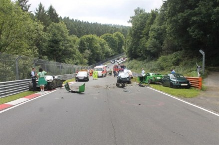 olejova-skvrna-nurburgring-nehoda-video-05