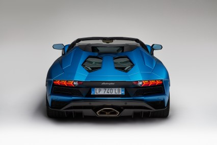 Lamborghini-Aventador-S-Roadster_08