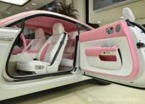 Růžový Rolls-Royce Wraith 4
