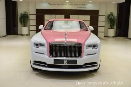 Růžový Rolls-Royce Wraith 5