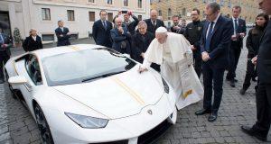 Lamborghini Huracán a Papež František