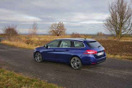 Test-Peugeot-308-SW-20-blueHDi-150-EAT6- (12)