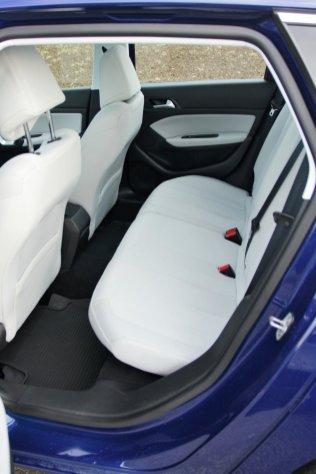 Test-Peugeot-308-SW-20-blueHDi-150-EAT6- (40)