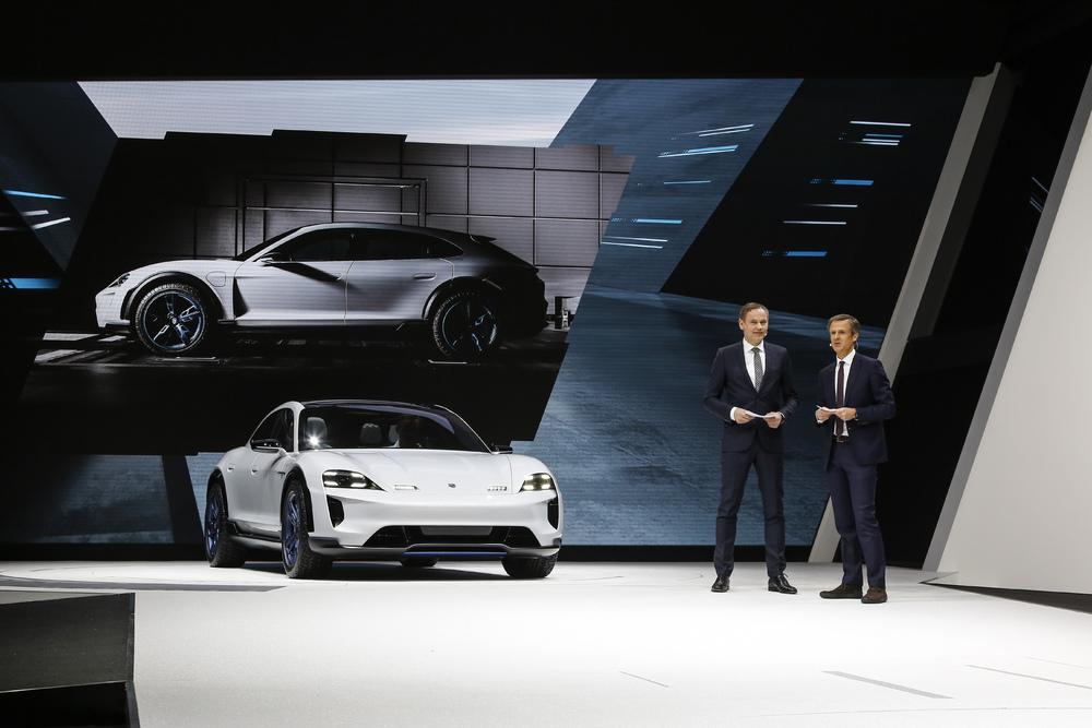 2018-zeneva-Porsche-Mission-E-Cross-Turismo- (5)