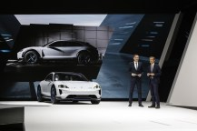 2018-zeneva-Porsche-Mission-E-Cross-Turismo- (5)
