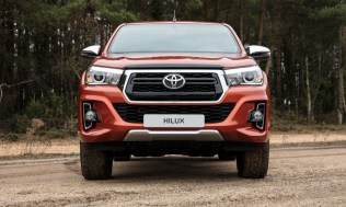 Toyota-Hilux-2018-special-edition- (1)