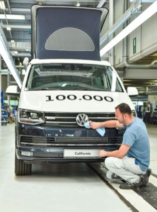 100-tisic-kusu-Volkswagen-California-Made-in-Hannover- (3)