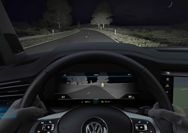 2018-Volkswagen-Touareg-night-vision