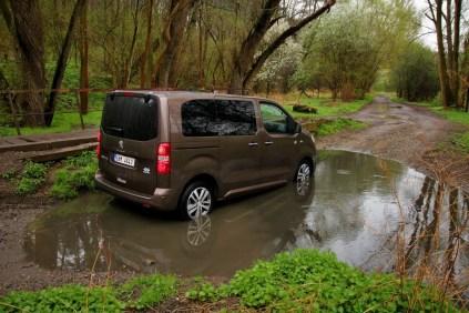 Test-Peugeot-Traveller-20-BlueHDi-150-4x4-Dangel- (12)