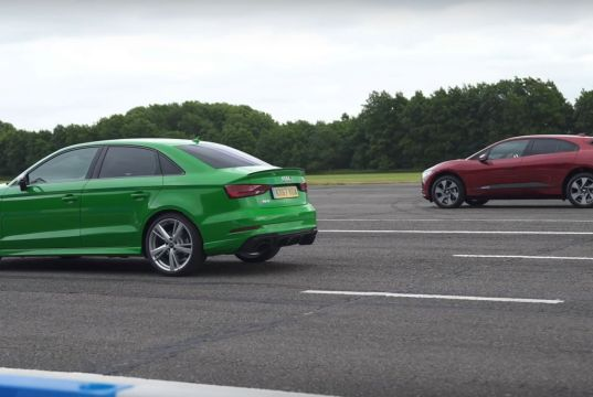 400-hp-audi-rs3-drag-races-400-hp-jaguar-i-pace-ev-127636_1
