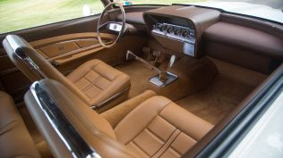 monterey-car-week-2018-chevrolet-impala-restomod-aukce-13