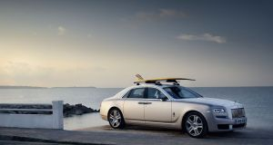 rolls-royce-ghost-surf-na-strese-2