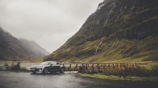 Alpine_A110_Legende_Glencoe_Ext_1_1600x900