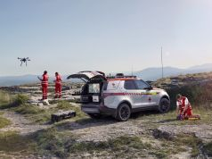 Land Rover Discovery Červený kříž
