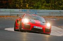 Porsche-911-GT2-RS-MR-rekord-nurburgring- (2)