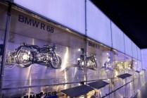 bmw-muzeum-2018-noc-bilych-rukavicek- (18)