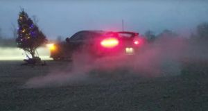 porsche-911-gt3-vanocni-stromecek-video