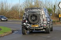spy-foto-2020-land-rover-defender-carscoops- (4)