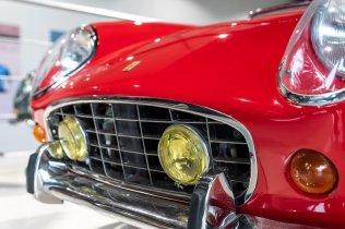 slapaci-auticko-Aston-Martin-Drophead-Coupe-a-Ferrari-250-GT-California-Spyder-na-prodej- (11)