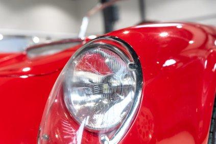 slapaci-auticko-Aston-Martin-Drophead-Coupe-a-Ferrari-250-GT-California-Spyder-na-prodej- (12)