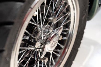 slapaci-auticko-Aston-Martin-Drophead-Coupe-a-Ferrari-250-GT-California-Spyder-na-prodej- (23)