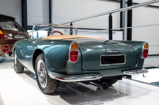 slapaci-auticko-Aston-Martin-Drophead-Coupe-a-Ferrari-250-GT-California-Spyder-na-prodej- (26)