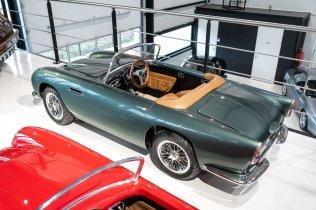 slapaci-auticko-Aston-Martin-Drophead-Coupe-a-Ferrari-250-GT-California-Spyder-na-prodej- (27)