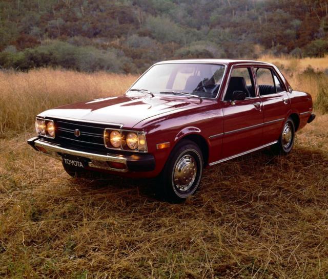 fotb1_toyota_corona_____pierwszy_samochod_z_elektronicznym_panelem_informacyjnym__1973