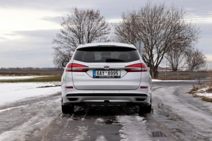 test-2018-ford-mondeo-20-tdci-180k-awd-6powershift- (9)