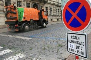 V Praze startuje jarní čištění ulic. Kvůli koronaviru se ale nebude odtahovat