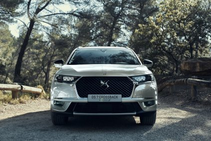 DS7-CROSSBACK-E-TENSE-4x4- (1)