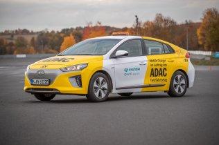 Hyundai-IONIQ-Mobile-Charger- (1)