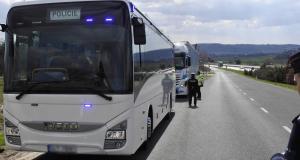 policie autobus kamion