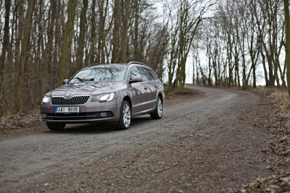 test-ojetiny-2014-skoda-superb-combi-20-tdi-103-kw-4x4-6MT- (1)