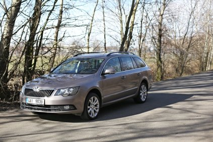 test-ojetiny-2014-skoda-superb-combi-20-tdi-103-kw-4x4-6MT- (14)