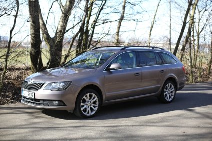 test-ojetiny-2014-skoda-superb-combi-20-tdi-103-kw-4x4-6MT- (15)