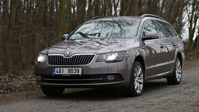 test-ojetiny-2014-skoda-superb-combi-20-tdi-103-kw-4x4-6MT