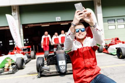 effective-racing-dallara-formule-3-2019-odhaleni-autodrom-brno- (1)