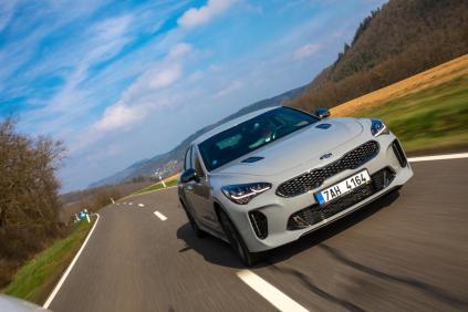 prvni-jizda-2019-kia-stinger-gt-nurburgring- (1)