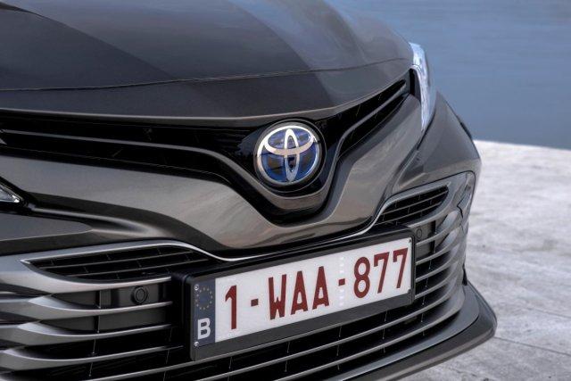 2019-toyota-camry-hybrid- (10)