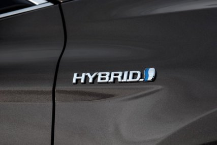 2019-toyota-camry-hybrid- (12)