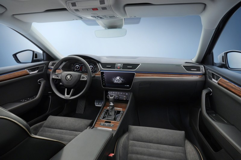 2020-skoda-superb-scout-2