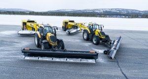 Valtra-T254-Versu-a-Nokian-Tyres-RunwaySnowbot- (2)