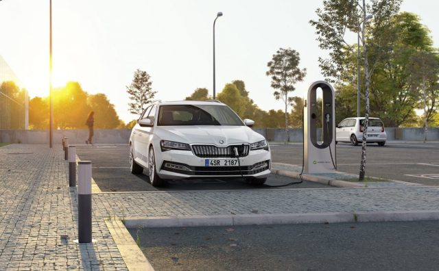 skoda-superb-iv-plug-in-hybrid