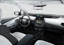 2019-Toyota-Prius-Plug-in- (6)