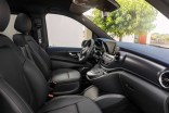 "Der neue Mercedes-Benz EQV - Interieur, intuitive Mercedes-Benz User Experience (MBUX) mit 10-Zoll-Touchscreen, Instrumententafel in ""Midnight Blue"", Luftdüsen in ""Silver Shadow"", Ziernähte in Roségold;Stromverbrauch kombiniert: 27,0 kWh/100 km; CO2-Emissionen kombiniert: 0 g/km, Angaben vorläufig The new Mercedes-Benz EQV – Interior, intuitive Mercedes-Benz User Experience (MBUX) with 10-inch touch screen, dashboard in midnight blue, air vents in ""Silver Shadow"", stitching in rose gold;Combined power consumption: 27.0 kWh/100 km; combined CO2 emissions: 0 g/km, provisional figures"