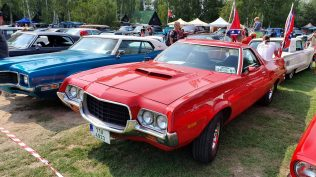 2019-sraz-americkych-aut-hradecka-V8- (25)